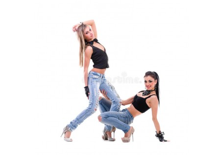 джинсы рваные женские